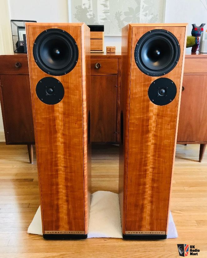 1810682-devore-fidelity-gibbon-nines-floor-standing-speakers-in-wild-cherry (1).jpg